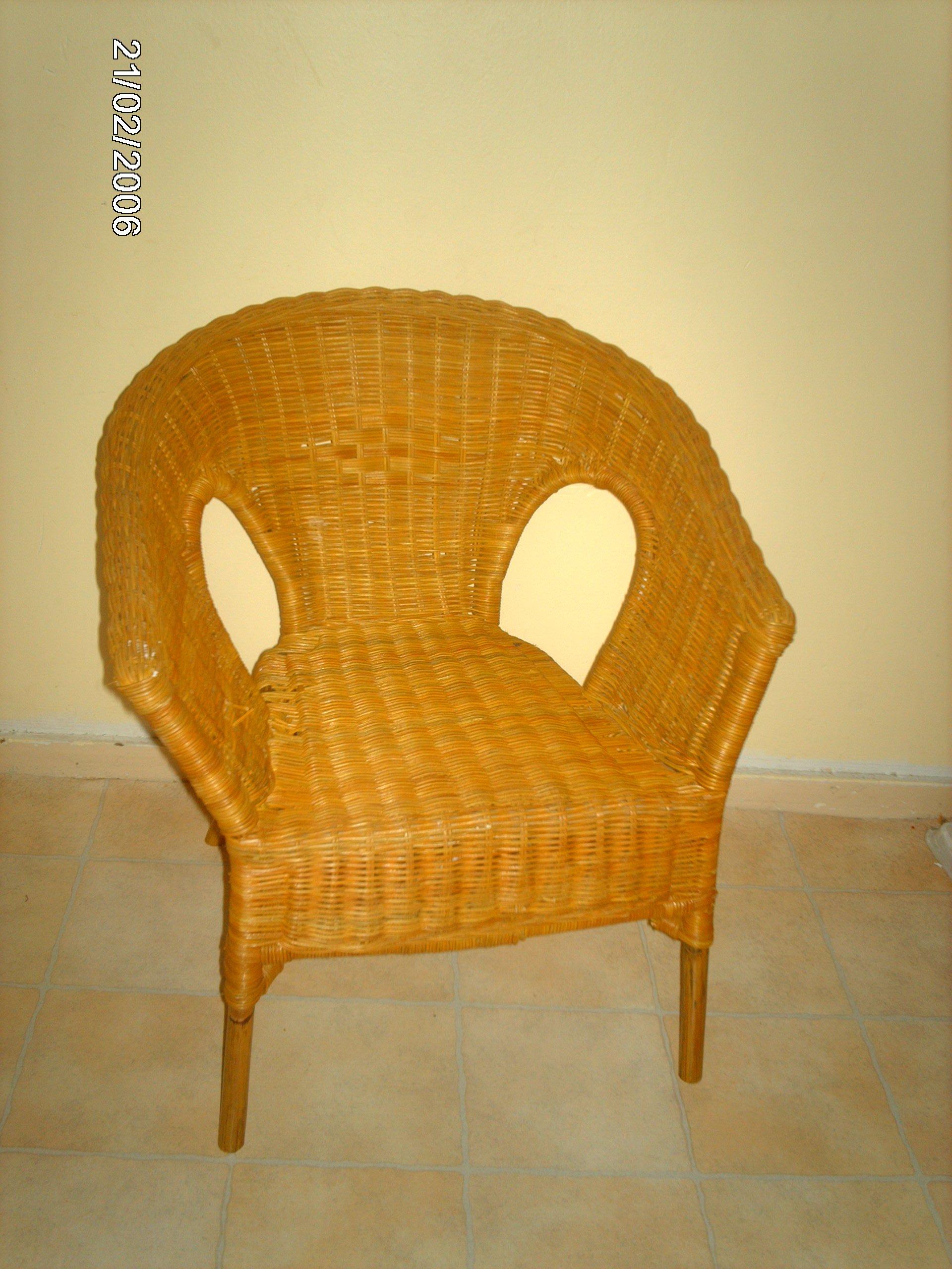Vide grenier sympa tres belle chaise en osier for Chaise enfant en osier